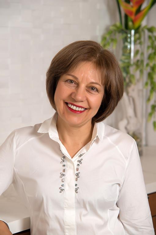 Dr. Amelia Deliakis